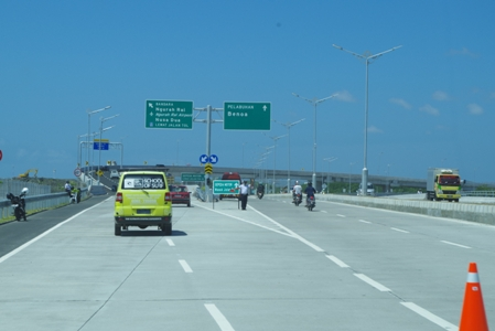 Toll Road 01